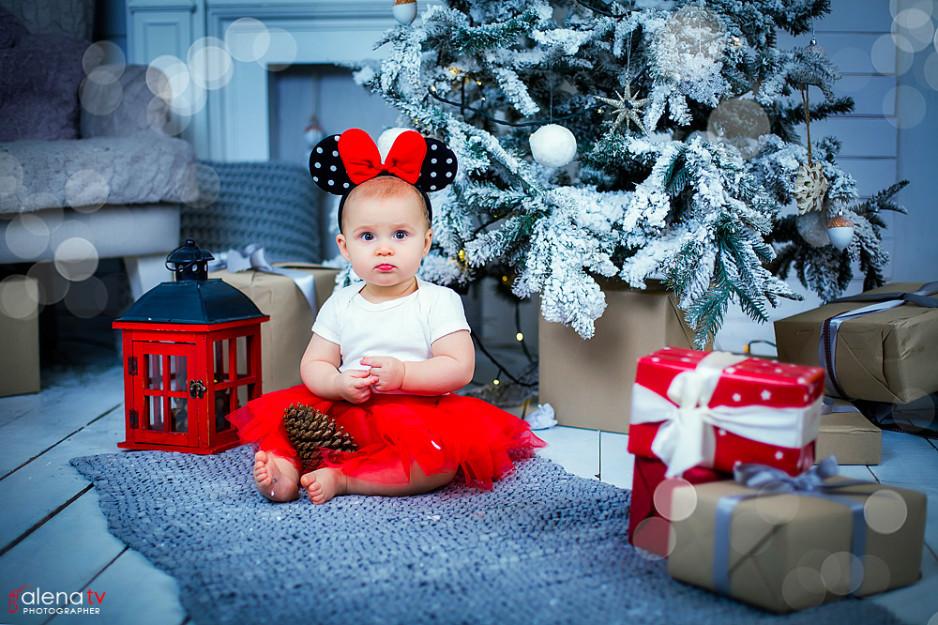 фотосессия деток в студии с новогодним декором