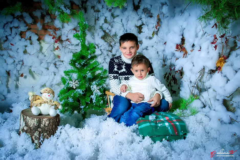 фотосессия мальчиков в новогодней студии
