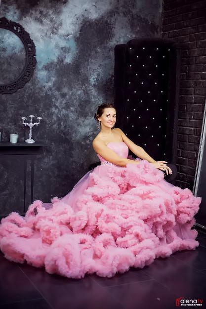 фотосессия в шикарном платье в студии