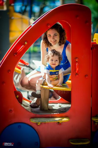 семейная фотосессия на детской площадке