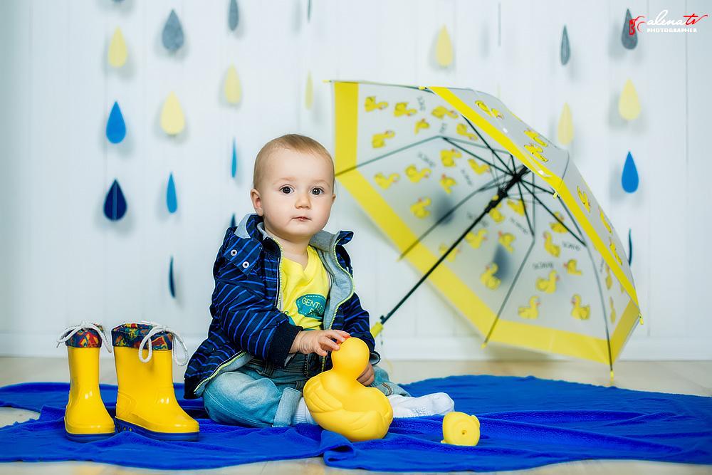 фотосессия малыша с зонтом
