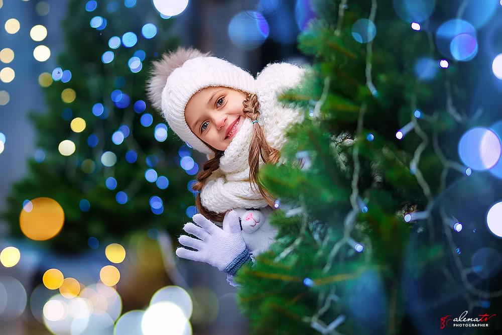 фото детей зимой возле елки