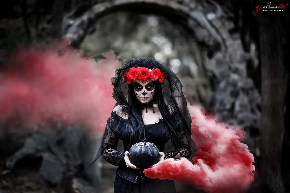Хэллоуин фотосессия в образе Санта Муэрте