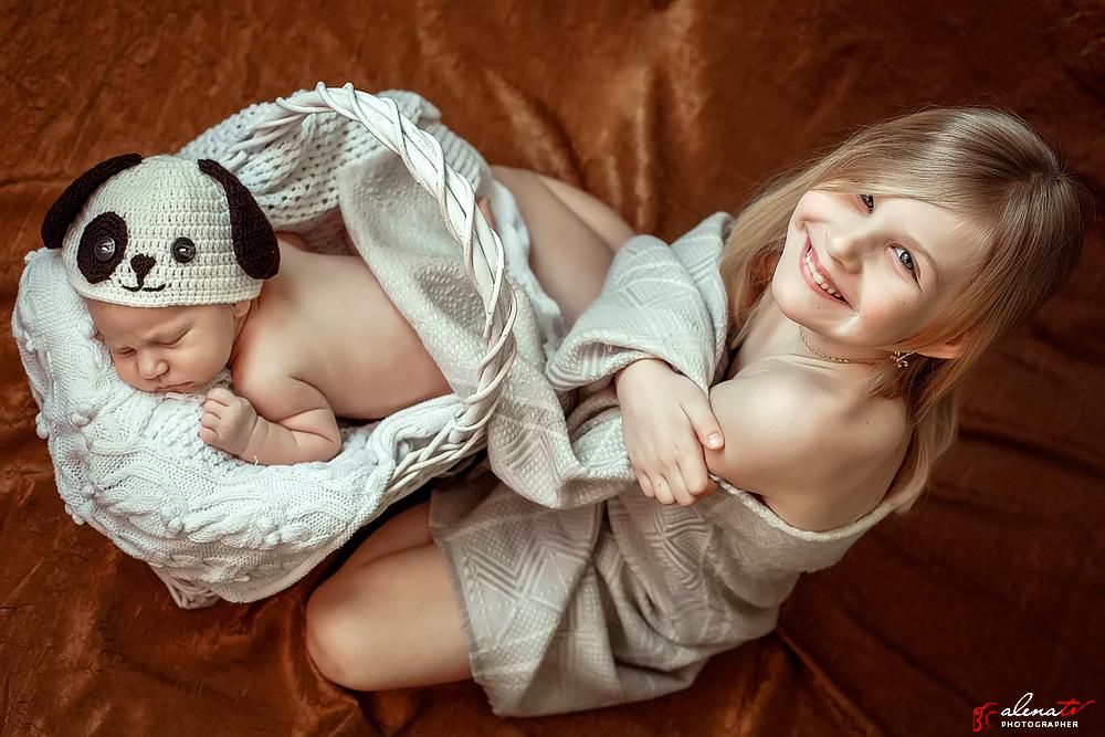 красивое фото новорожденного и сестры