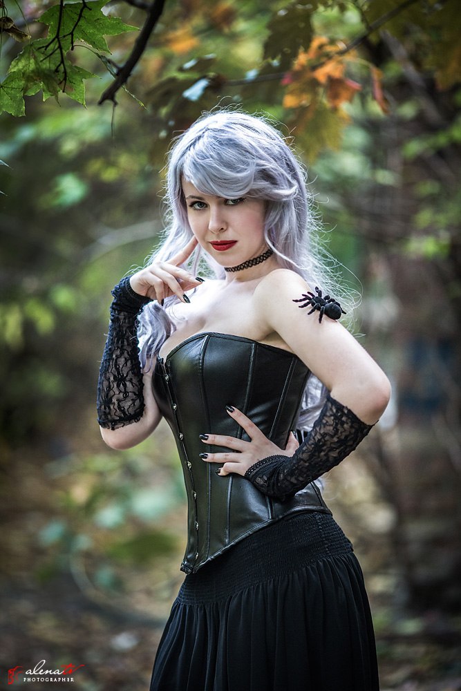 фотосессия девушки с пауками
