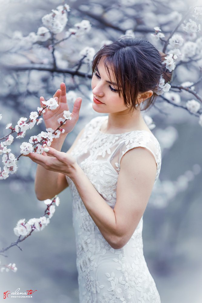профессиональная фотосессия с цветущими деревьями
