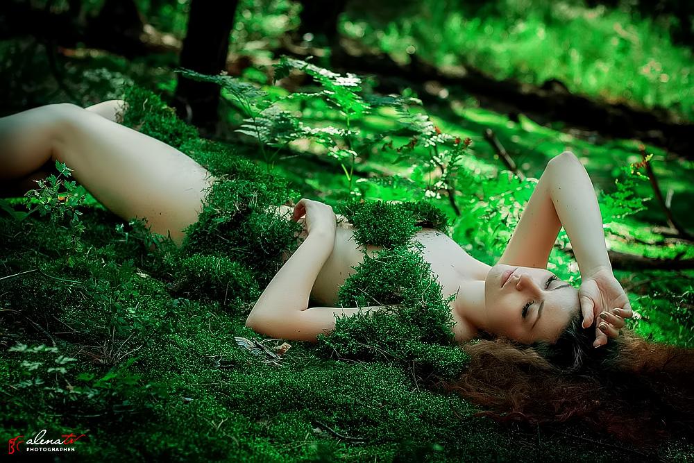 мавка в лесу фото