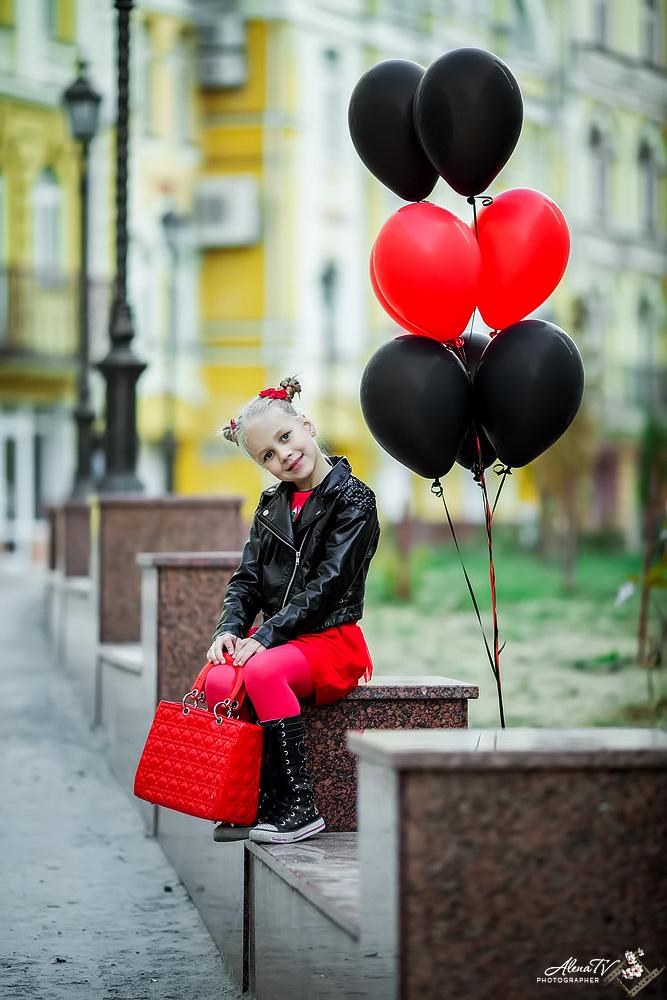 фотосессия девочки с шариками
