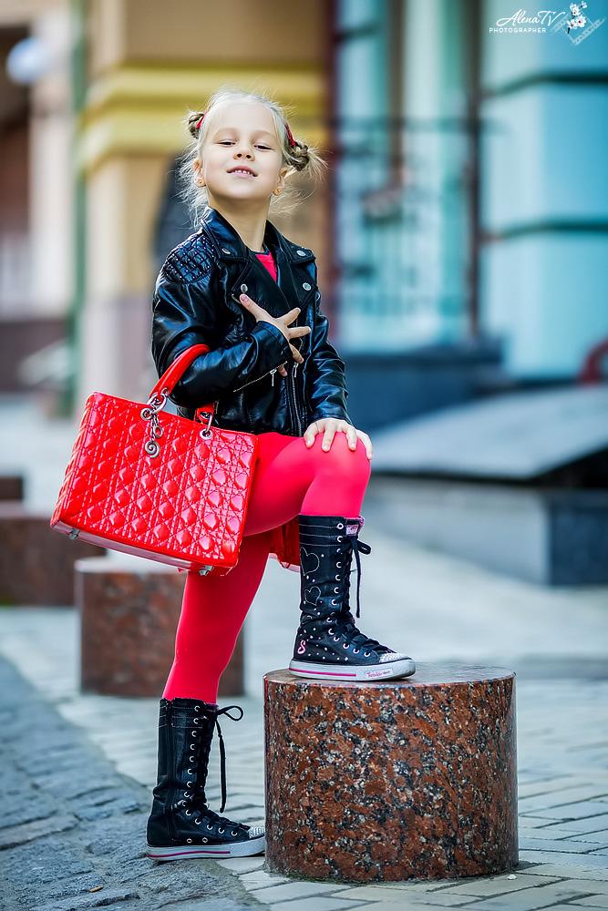 стильная модная девочка