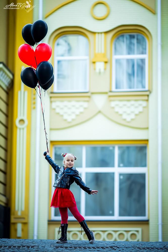 фото девочки с шарами