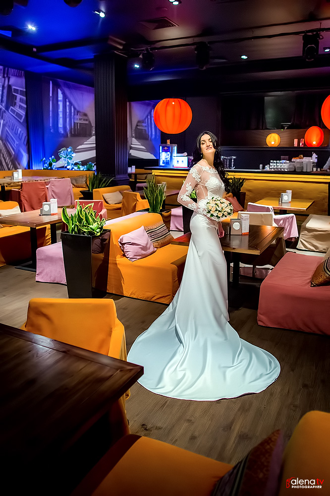 свадебная фотосессия в кафе