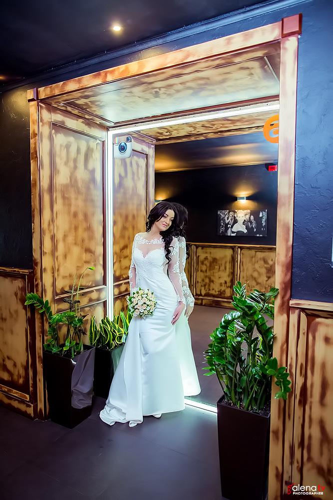 свадебная фотосессия невесты в ресторане